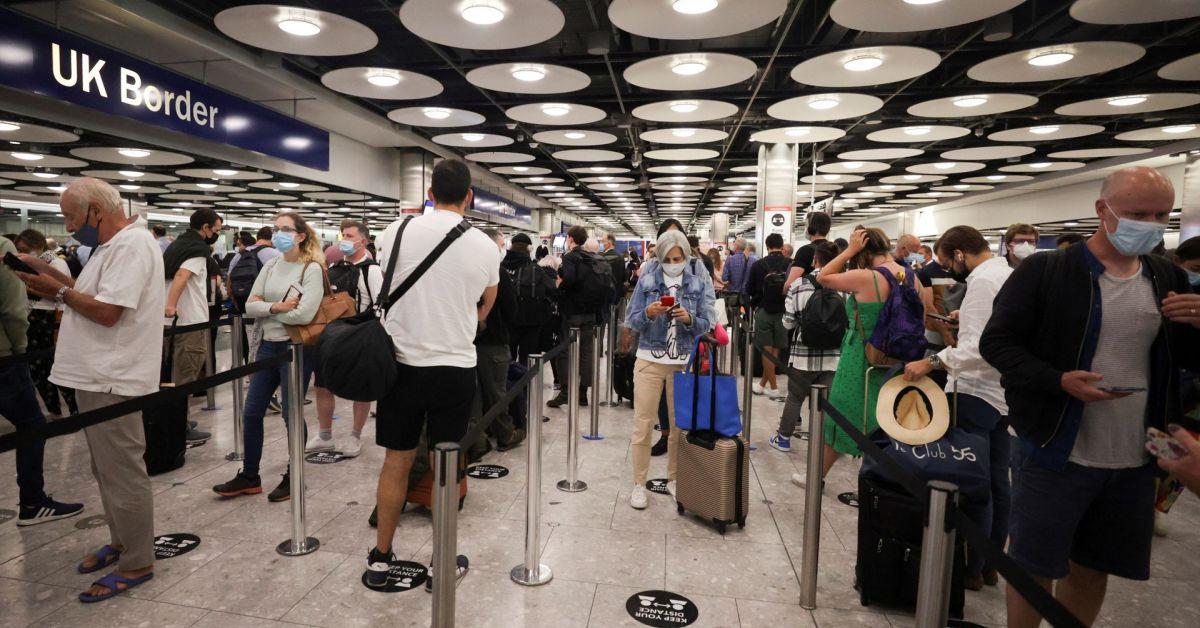 Смекчиха правилата за влизане в странатаЗадължително е обаче представянето на