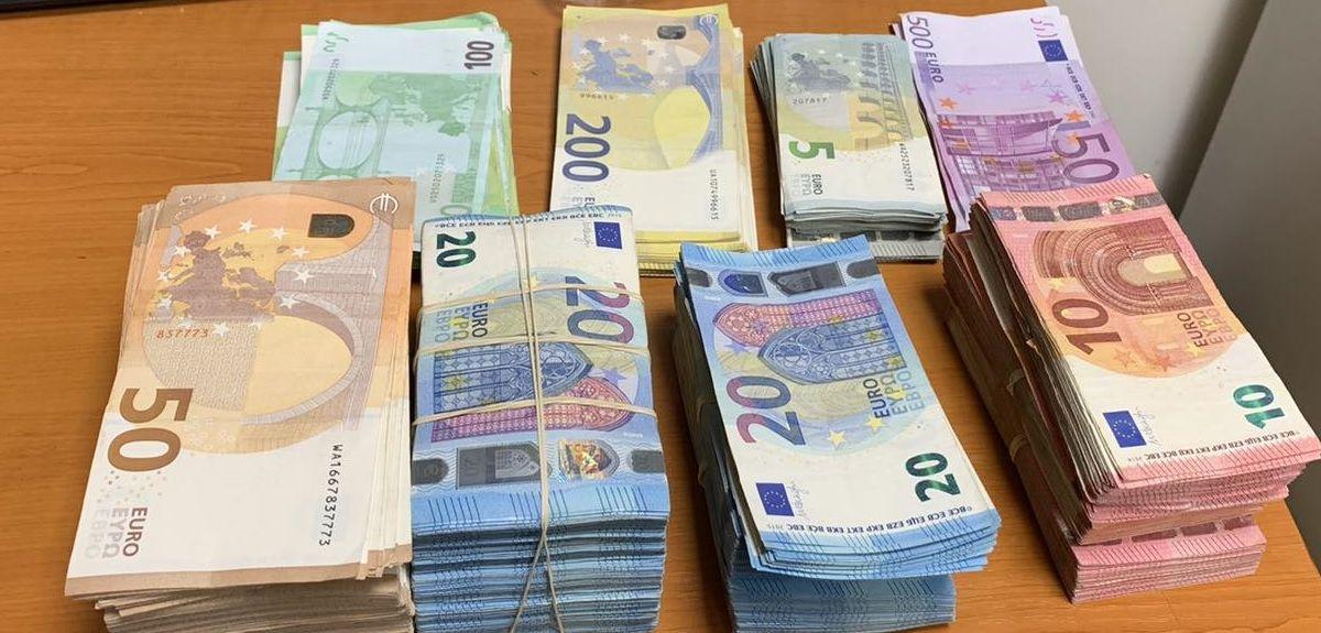 Опит за незаконно пренасяне на валута с левовата равностойност 136