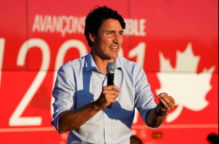 Неговите либерали и опозицията с изравнени резултатиКанадците отиват пред урните