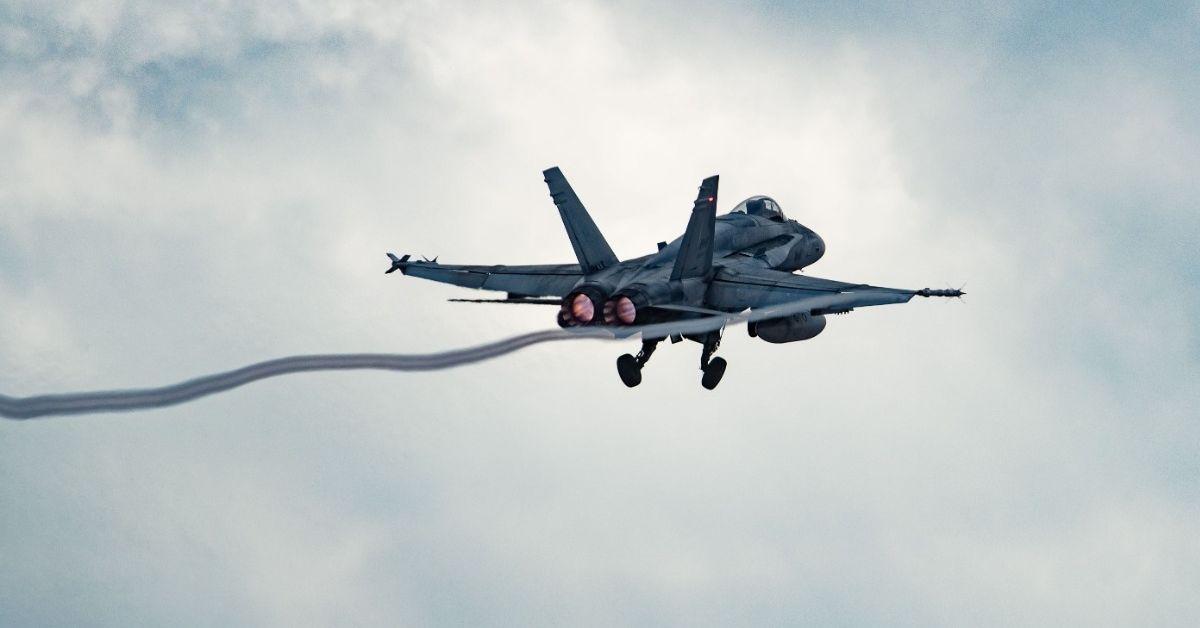Изтребителите CF-188 Hornet, работещи заедно с колегите си от румънските