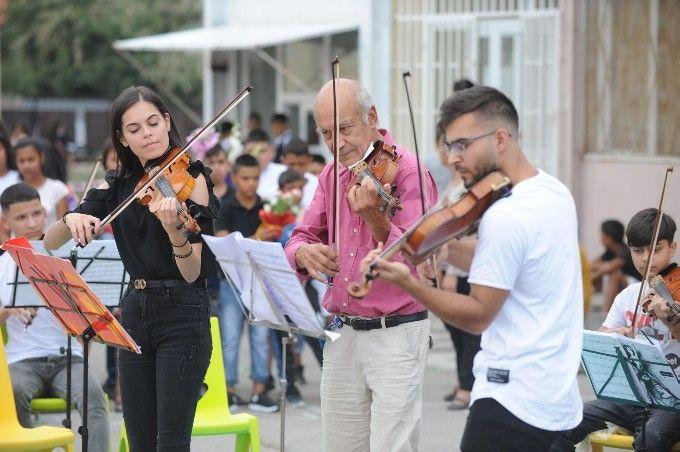 20 млади ромски класически музиканти от гр. Сливен изнесоха празничен