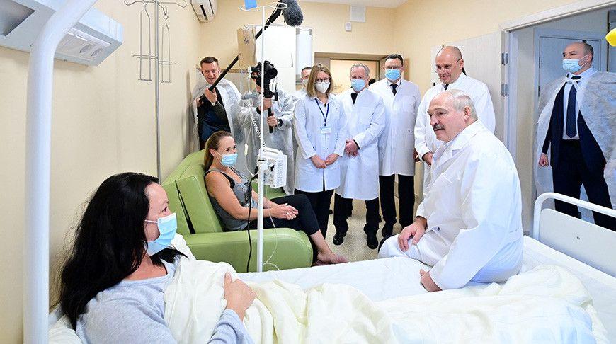 Президентът на Беларус Александър Лукашенко влезе без предпазна маска в