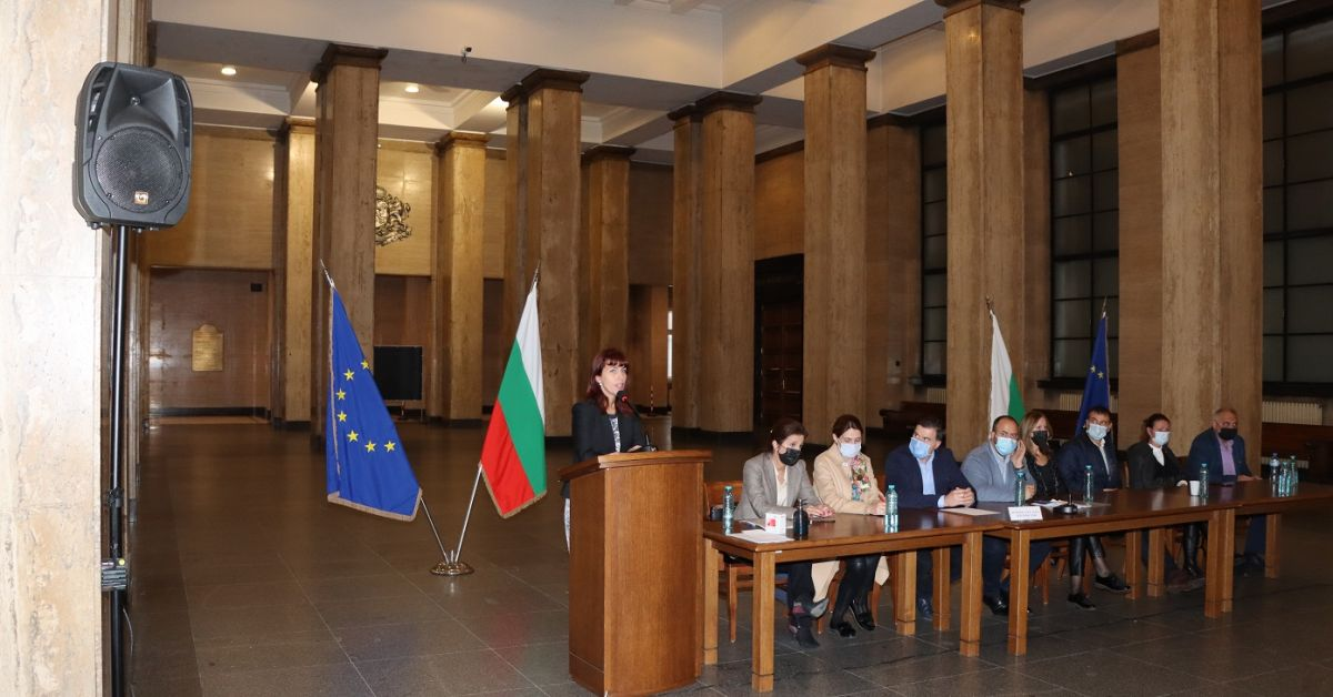 Председателят на Избирателната комисия в Общото събрание на съдиите Весела