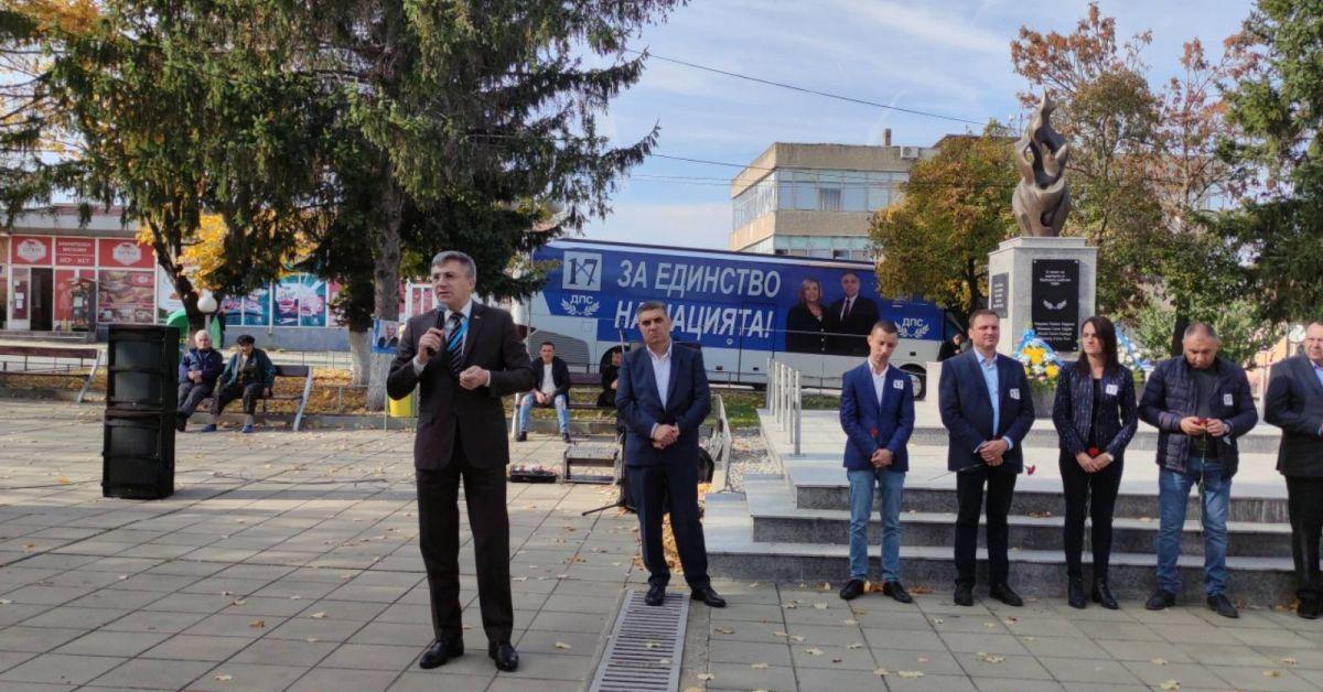 Дълбок поклон пред героите на българската демокрация. Демокрацията в България